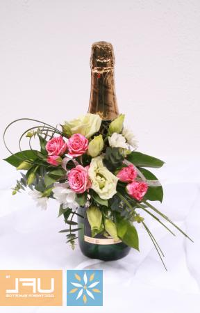 Bouquet Champaign with flower arrangement